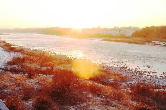 「朝の木曽川」どんどん日が昇り、あっ という間に顔が赤く照らされた。
